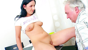 Obese tittied cutie is sitting on the table in expecting to get her cooter sucked